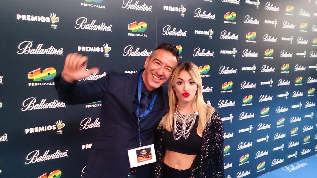 Ha llegado la fabulosa @laliespos RT todos sus fans #Premios40Ballantines #BMUSIC http://t.co/moEH3gzhq4