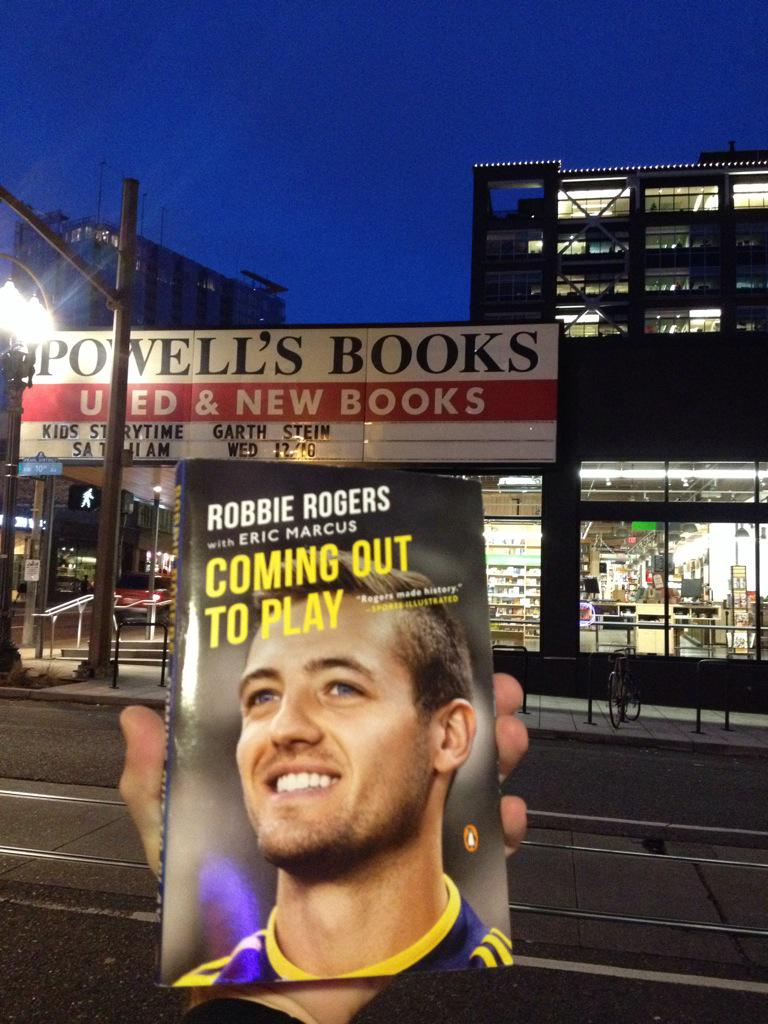 "Worth getting up at 5am to finish @robbierogers ""Coming out to Play"". He speaks tonight @Powells. #soccercityusa #PDX http://t.co/V4ScmSjZLR"