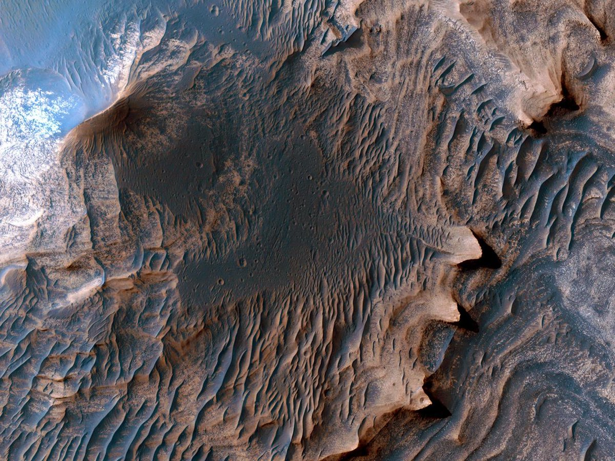 New USGS Map of Mars is Most Detailed One Yet: featuring HiRISE scientist Chris Okubo - http://t.co/oKiwkzsVeI http://t.co/GwIGLAqhmp