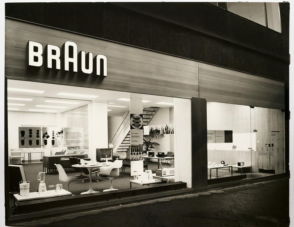 What I would do to go back to the 60s to check out this @Braun store in Frankfurt. http://t.co/Rq1CRvwkCr