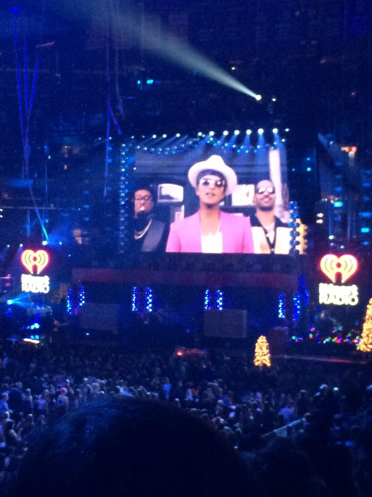 LOOKKKKKKK #Z100JingleBall IS PLAYING #UptownFunk!