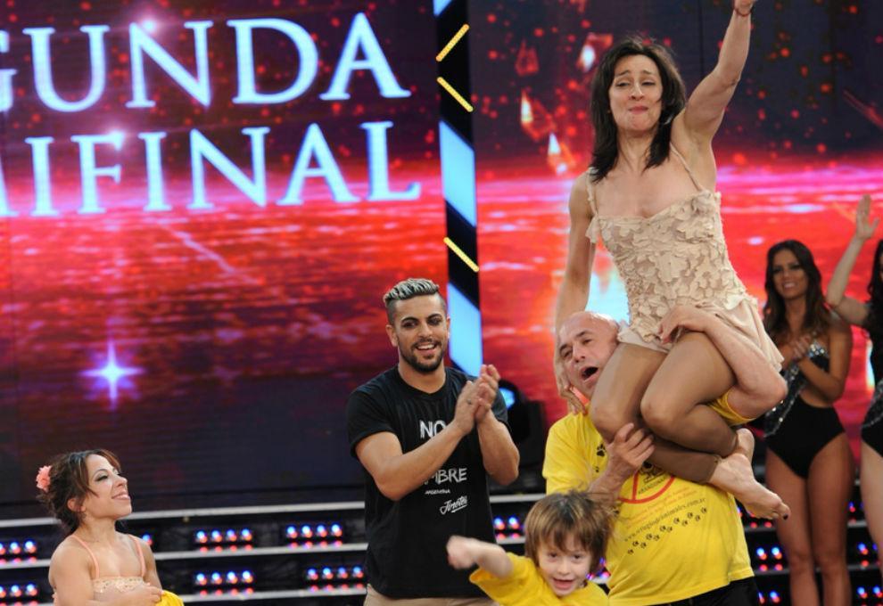 """Exitoina (@exitoina): Anita Martínez y el Bicho Gómez, segundos finalistas del """"Bailando"""" http://t.co/Pt01TcLLGS http://t.co/WPYk9TVW0p"""