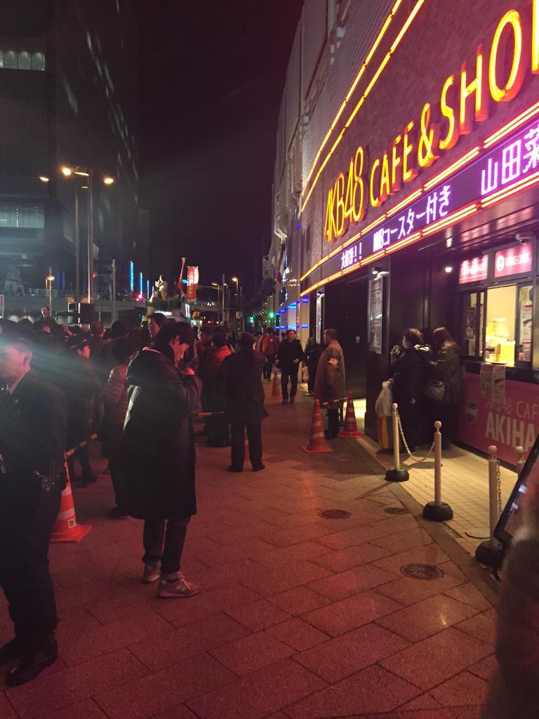 こういうの、営業妨害にはならないんですかね? RT @yoshi115t: ガンダムカフェ、AKB48カフェ前の自民党選挙演説最悪だ… カフェ前で通路は封鎖され、行き先を言わないと通れない。http://t.co/dUwzkOhzfd