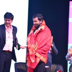 RT @IVidyanikethan: Felicitation of @IVidyanikethan CEO Mr. @iVishnumanchu by the Executive Director of @SVISHyd Mr. @premanand6 http://t.c…
