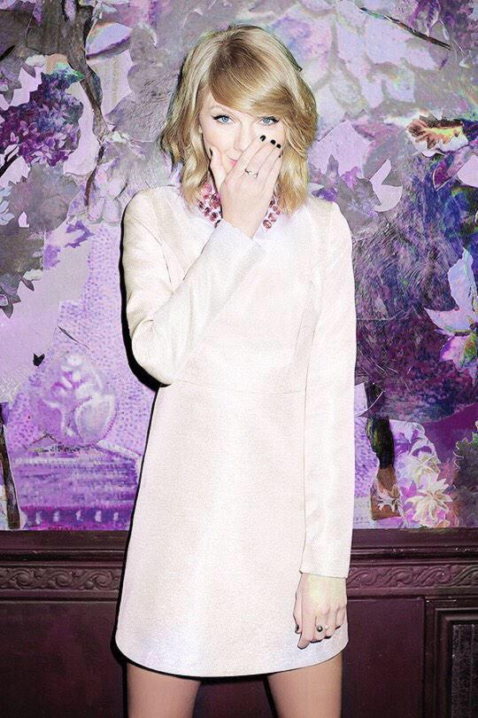 Born in 1989. #HappyBirthdayTaylorSwift #MTVStars Taylor Swift http://t.co/VTNawVAOND