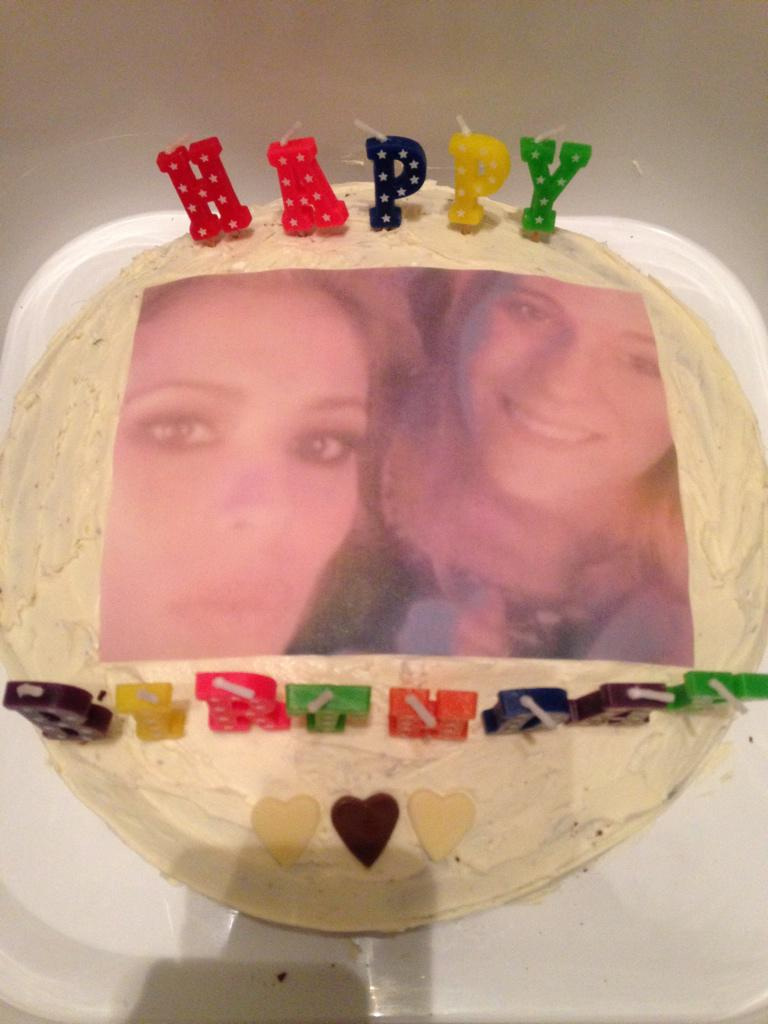 """@CourtLuvsCheryl: @CherylOfficial look at my cake and card my best friend sent me!!!!"