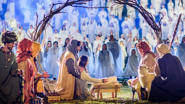 The Mormon Tabernacle Choir Takes Part in Record-Breaking Nativity Scene: Watch http://t.co/duUefEkZgd #ShareTheGift http://t.co/p1l9Ec4Au2