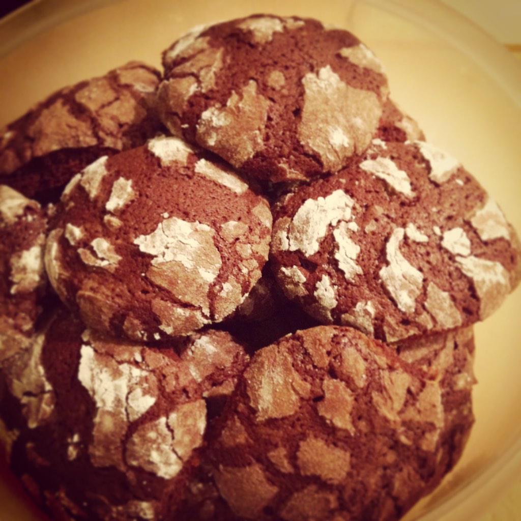 È il #Natale è arrivato anche a casa! #biscotti al #cioccolato e grappa http://t.co/jnBDlXQfLL