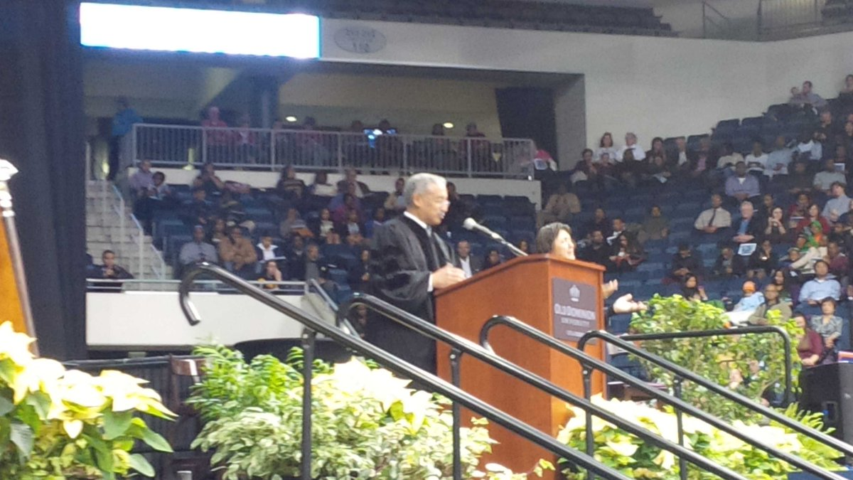 Here's @repbobbyscott giving the Commencement address at ODU http://t.co/gNYzwIrT0e