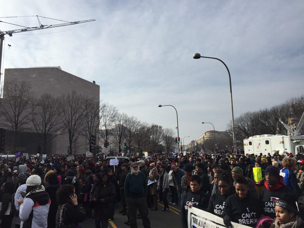 Thousands march in DC calling for an end to impunity with which police use excessive force http://t.co/jZipRnA8qh