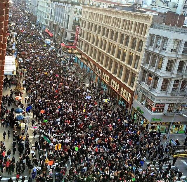 This is amazing 6thave. #BlackLivesMatter #MillionsMarch http://t.co/YjdLc0tKR3