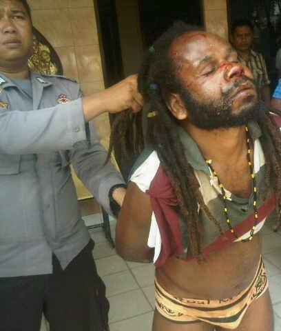 *PLEASE SHARE* Indonesian police arrest, strip, torture and parade a peaceful West Papuan leader before jailing him http://t.co/qm3oXg5sOv
