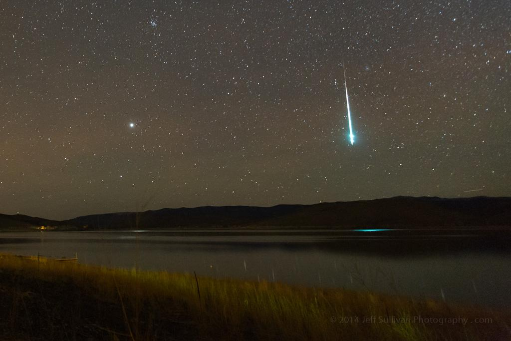 Fantastic shot of a #Geminid meteor taken last night by @JeffSullPhoto http://t.co/bcIxGrbV2T