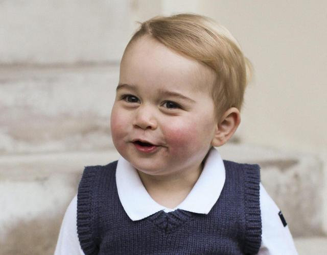 Cartoline di Natale da George, piccolo principe di William e Kate #RoyalBaby @BritishMonarchy http://t.co/TiTsM68d43 http://t.co/5xGolkD6gO