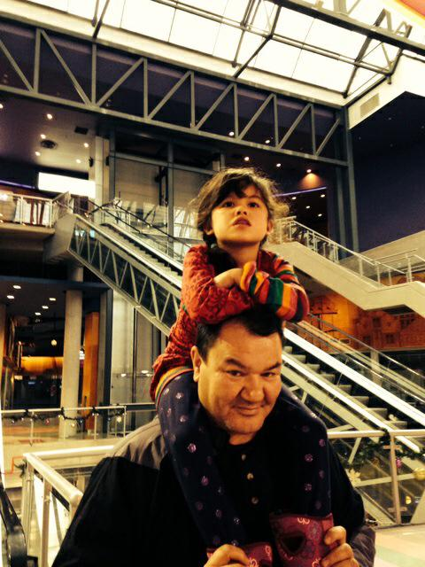 Off to see #NightAtTheMuseum with uncle Attila in #Vancouver http://t.co/u7q2OonMiw