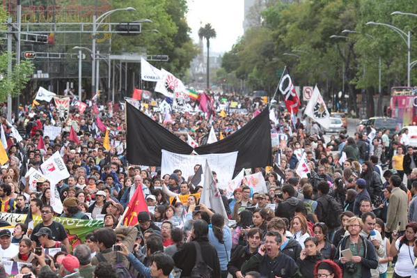 Gente que apostaba por poca participación de hoy en la Marcha Silenciosa. Cállense los ojos. #YaMeCansé13 http://t.co/MvDOaFOXEN