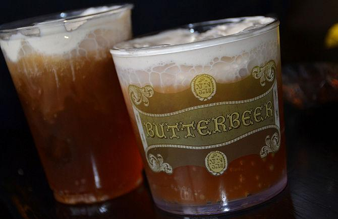 Make Butterbeer for the complete experience! Here are 4 Ways: http://t.co/kC3QDTX4kU @ABCFamily #HarryPotterForever http://t.co/C0ymQAAIyJ