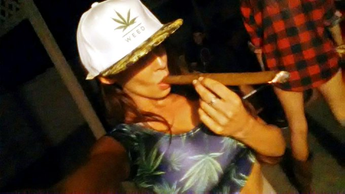 I still enjoy a #Blunt every once and awhile ;) #IRollEmBig http://t.co/FbXSETy8qS