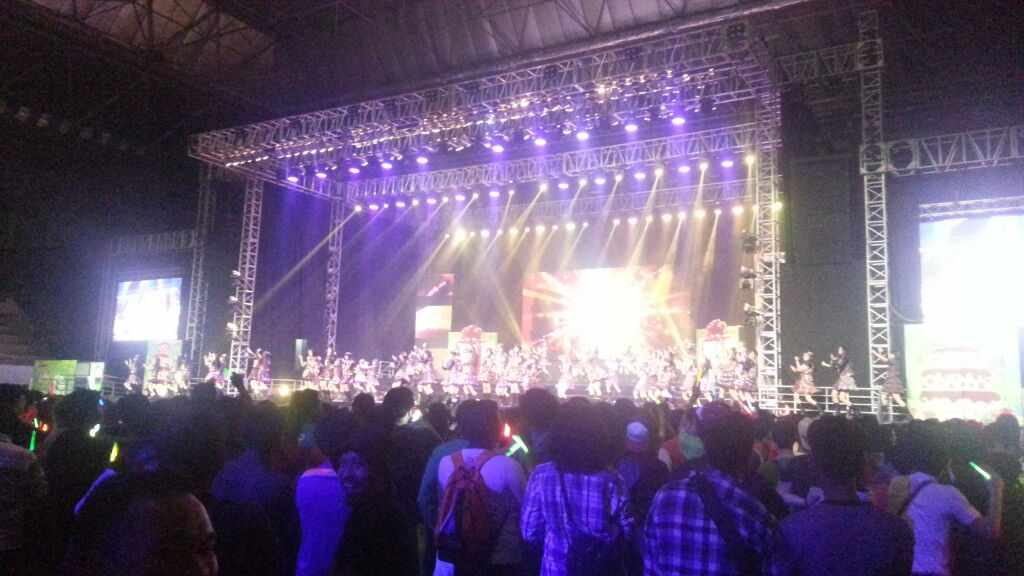 Woohooo! Kerenn Tuips konser JKT48 hari ini, nggak nyesel deh! Semakin malam semakin seru lho! ^_^ #IM3JKT48 http://t.co/sYofob8spJ