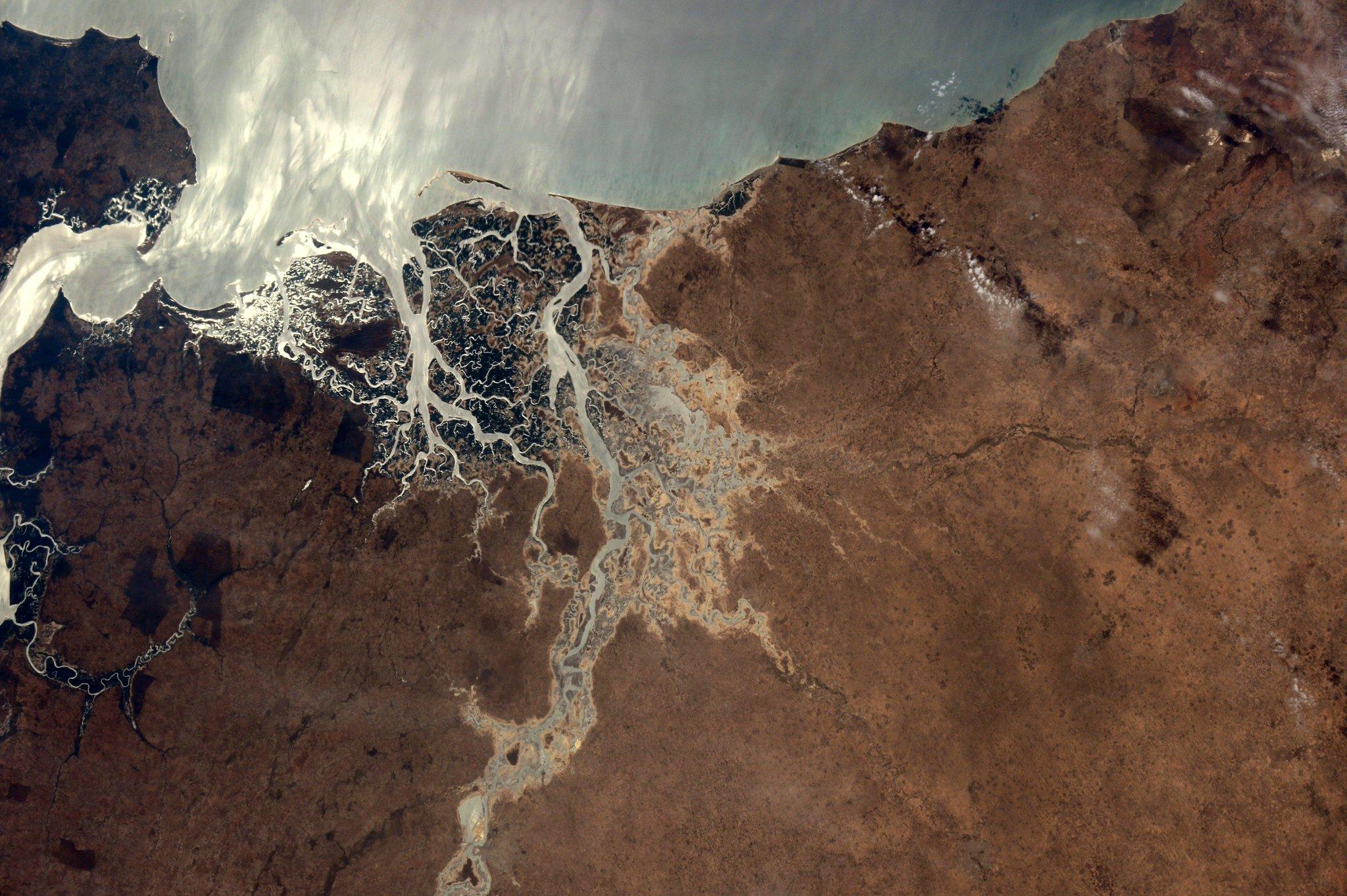 (IT)Ciao #Senegal! Il delta del Saloum-uno dei siti dell' #UNESCO #WorldHeritage e una splendida vista dallo spazio! http://t.co/lZObg6cTSa