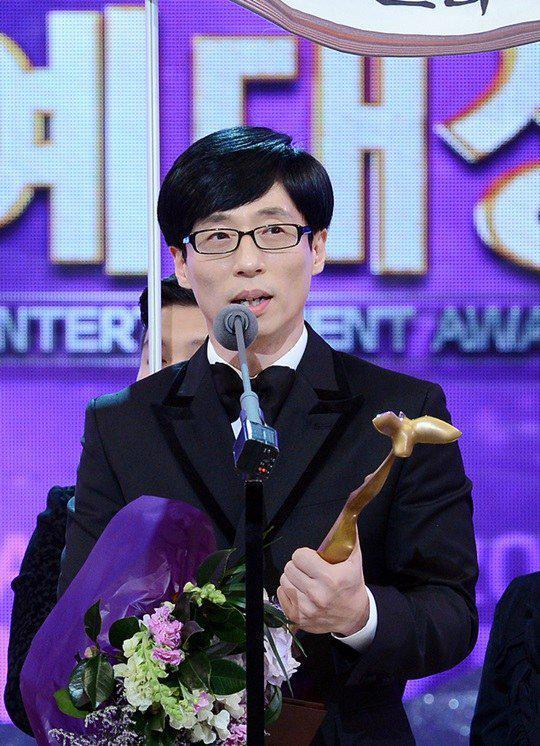 141227 #KBS연예대상 #KBSEntertainmentAwards #유재석#YooJaeSuk #Daesang http://t.co/e4lFDPRNLH