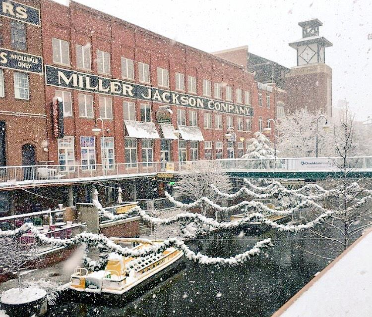 It was a beautiful snowy morning in Bricktown ❄️❄️❄️ http://t.co/SGO9ngiL9V