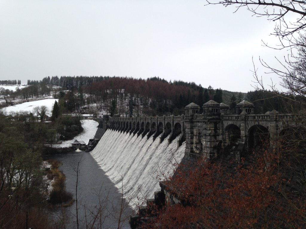 The beautiful Lake Vyrnwy today http://t.co/6LJZtPZIN3