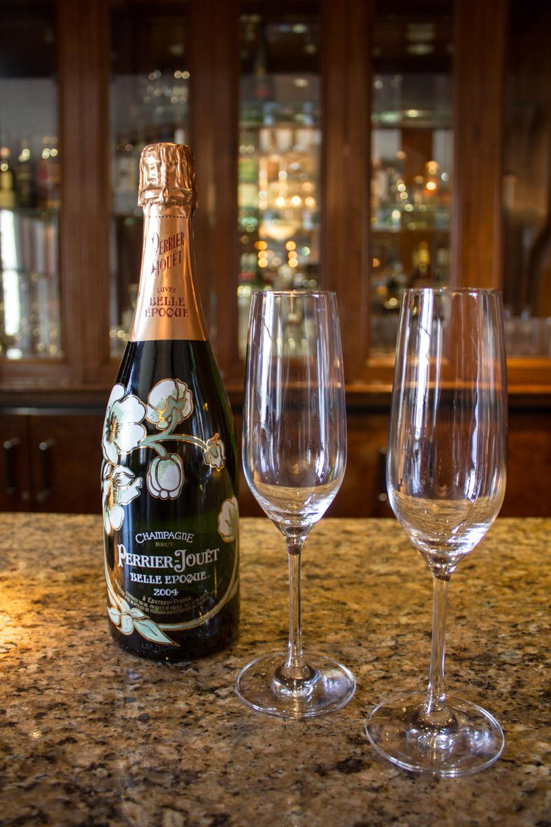 Raise a glass of fine champagne or California wine and welcome 2014 at MKT. Join us for a casual chic celebration. http://t.co/BnSp4cBADv
