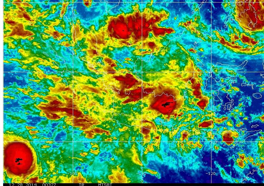 Satellite image around time #AirAsia flight went missing, very vigorous thunderstorms (black) north of Surabaya http://t.co/w8jSzfzvmi