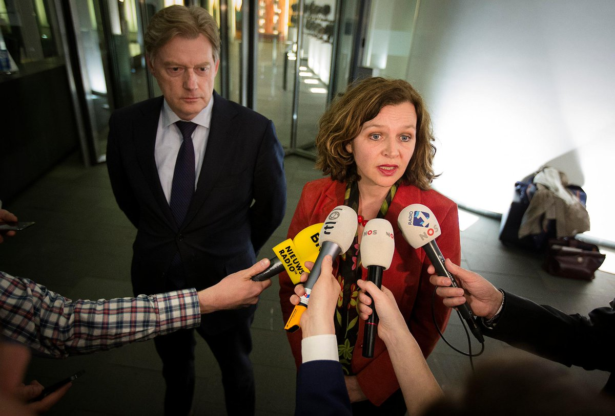Minister Schippers probeert Nederland 'in slaap te sussen met mooie verhaaltjes', vindt FNV http://t.co/m7lFp9dGdv http://t.co/4Ei4v7h9fg