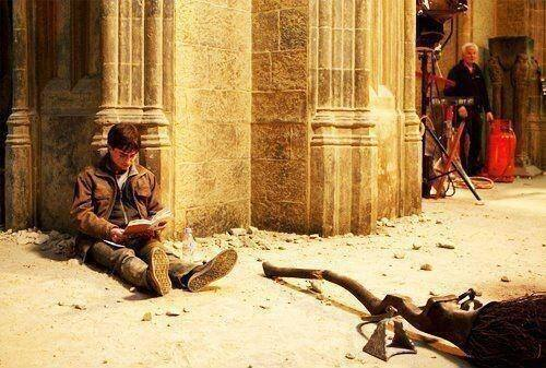 Harry Potter, reading Harry Potter, on the set of Harry Potter. http://t.co/xeoR4iFfbK