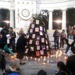 """Encienden árbol navideño por Ayotzinapa en Hemiciclo a Juárez #YaMeCansé8 http://t.co/zuPJyBlxZR http://t.co/qsJgjmzof9"""""""