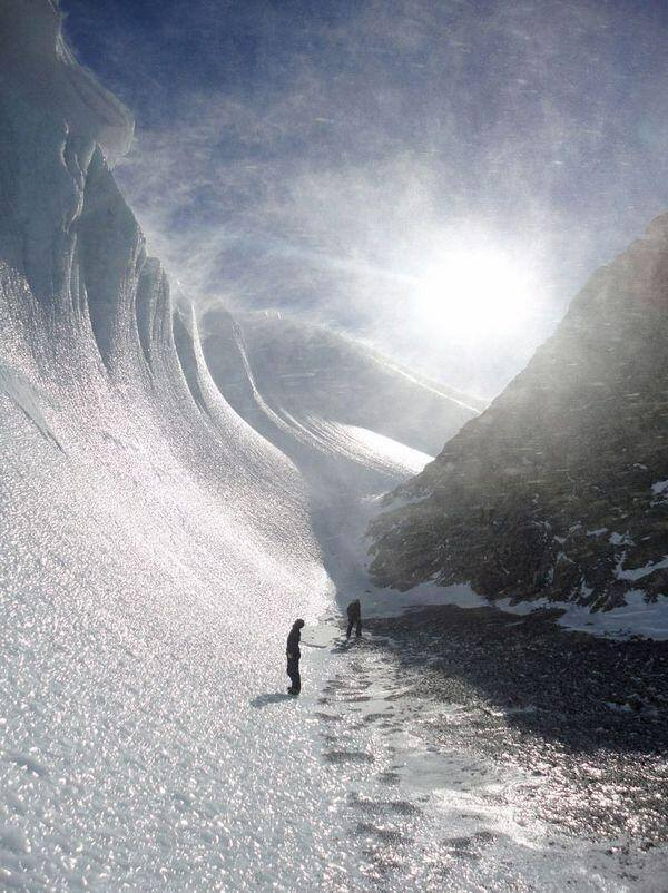 Frozen wave in Antarctica: http://t.co/TQL8BCr723