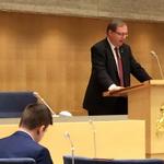 """Jan Lindholm (MP) säger """"herr talman"""" på nordsamiska till vice talman Björn Söder (SD) i riksdagens kammare. http://t.co/Nuz8K794t4"""