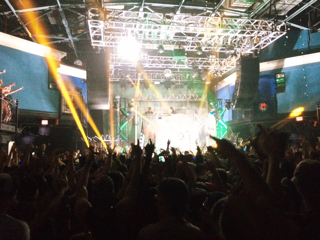 @FLOSSTRADAMUS has got @930Club turned UP on a Tuesday! #HDYNATIONTOUR http://t.co/bdJUGT28F9