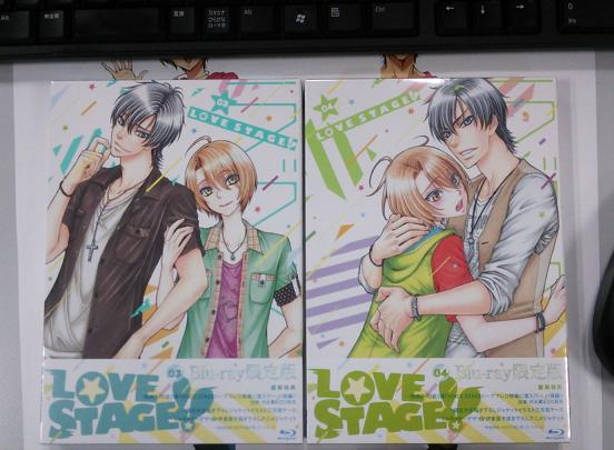 BD&DVD第4巻が出来上がってきました!第3巻と並べるとこんな感じです♪あっ、準備中のあれがまた写り込んで…う