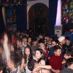iLoft-д жаахан хүүхдүүдийн парти гэж болж үнсэлцүүлдэг тэмцээн хүртэл болж... Энэ арай болохгүй бхаа @@bubaatarkhuu http://t.co/JCCZ3lSa02