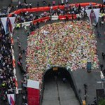 Amazing aerial view of the #MartinPlace flowers. Photo taken by @nswpolice PolAir http://t.co/qxBapKhBRx