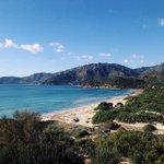 La spiaggia di Campulongu, Villasimius, a circa 60 km da #Cagliari è splendida in tutte le stagioni. Lautunno la... http://t.co/ej1GzNROS3