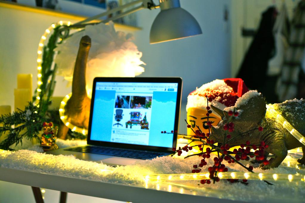 To vote for @StaceyHunterEDI to win simply RT this tweet! #DecorateYourDesk http://t.co/Uyp8iJOukH
