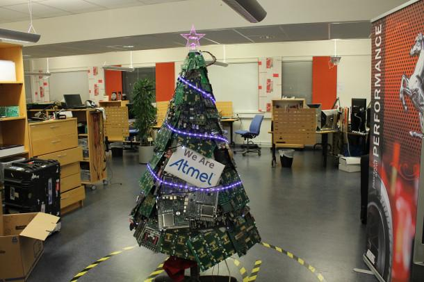 This is what @Atmel's engineers Christmas tree looks like - an @arduino board based tree http://t.co/VpfxJsnklf #ARM http://t.co/bfpNEweQBy