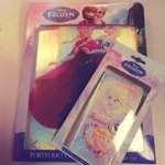@ClairesEurope: #FreebieFriday - FLW & RT to WIN a holographic #Frozen iPad or iPhone case! #FrozenFreebieFriday http://t.co/ZupJ1zL4fn