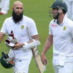 Standing ovation for these two beasts! @amlahash @ABdeVilliers17 🙌🙌👏👏 #ProteaFire #SAvWI http://t.co/Wu2Q5SxxXJ