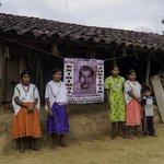 #YaMeCanse7 La humilde familia de Felipe Arnulfo Rosa, uno de los 43 estudiantes de Ayotzinapa desaparecidos. http://t.co/UoPsx9yvyX