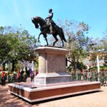 Presentes en la Plaza Bolívar de Maracaibo rindiéndole honores al Padre de la Patria, El Libertador Simón Bolívar. http://t.co/1dk5Xq8VgR