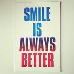 """""""Smile is always better"""" grandes verdades de la mano de @xavipalu ¡Mil gracias por la postal! #diseño #Navidad http://t.co/YDs9NxsH5f"""