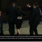 """""""¡Peña Pide Perdón!"""", expulsa EMP a mujer por increpar a @EPN durante encuentro -> http://t.co/97V0DrR22X http://t.co/xSuh2hWlNr"""