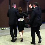 """Pida perdón"", exige mujer a @EPN; EMP la expulsa #YaMeCanse7 http://t.co/OpuHlKQufK http://t.co/vIoy6WgHaV"