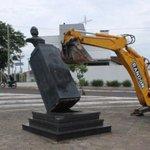 Prefeito da cidade natal de Costa e Silva, presidente da ditadura, manda derrubar busto dele http://t.co/nee69D7gsa http://t.co/8tPiiF5DaS