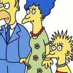 La familia animada mas antigua de la TV cumplen 25 años: @TheSimpsons. Recuerdas la primera vez que los viste? @VOSTV http://t.co/MyN2Wn3P8T